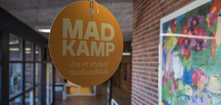 Uglegårdsskolen får kagedronningen, Mette Blomsterberg, som vikar i madkundskab